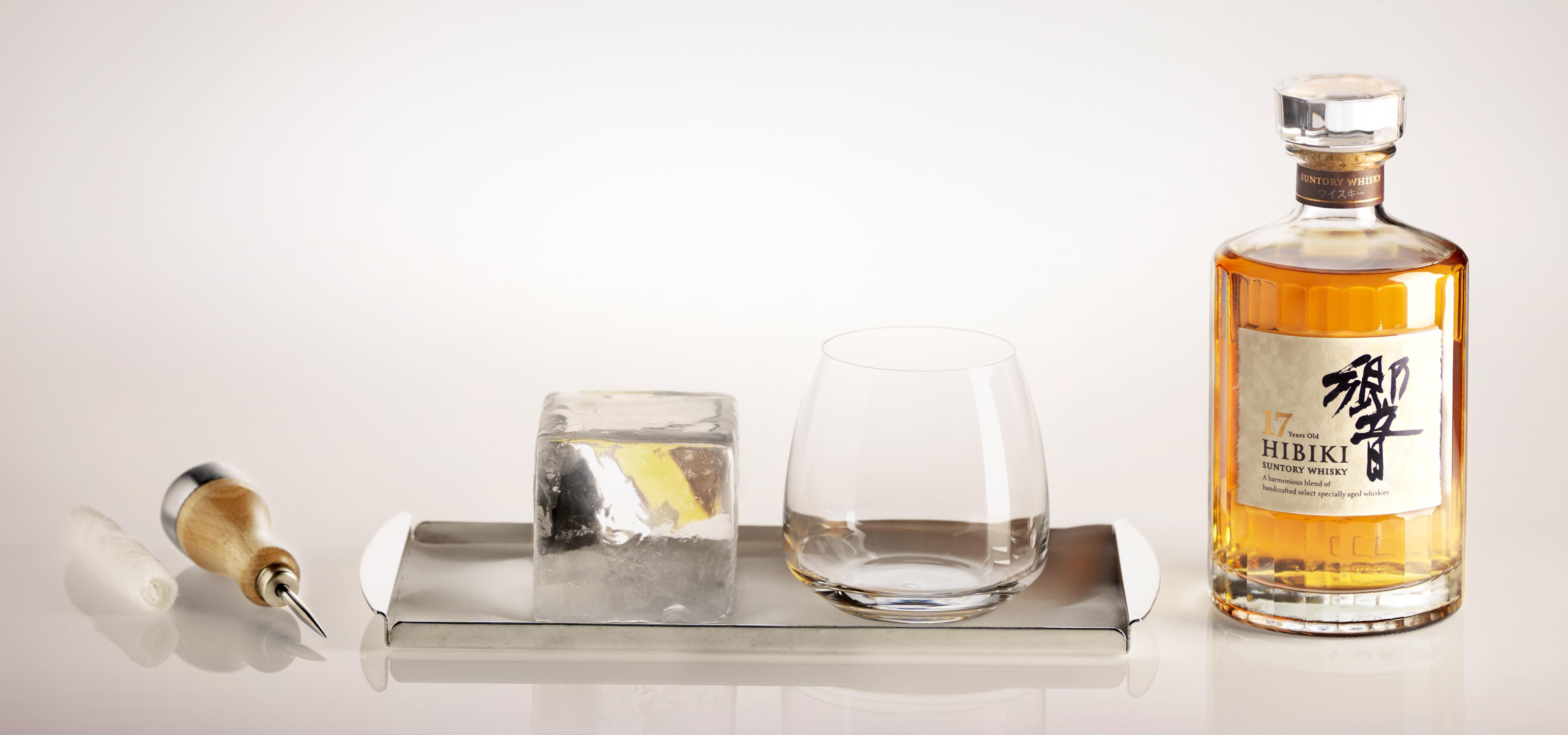 initiez vous aux rituels de d gustation la japonaise des whiskies suntory au bar du plaza. Black Bedroom Furniture Sets. Home Design Ideas