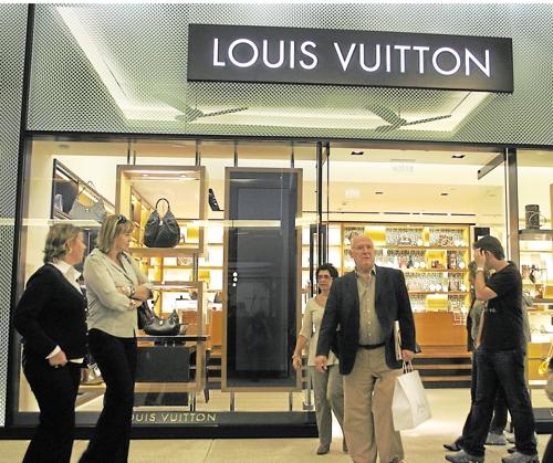 Boutique Vuitton dans un centre commercial de luxe à Sao Paulo