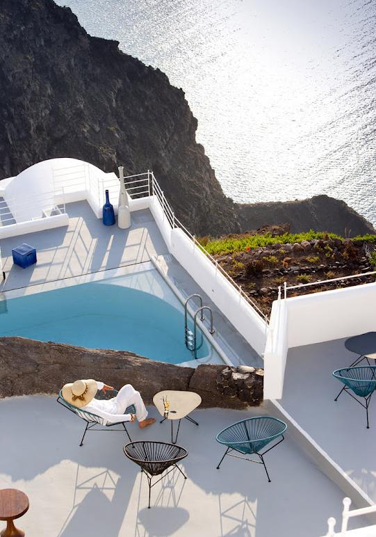 un h tel de luxe pos sur l 39 oc an l 39 h tel grace santorini firstluxe. Black Bedroom Furniture Sets. Home Design Ideas