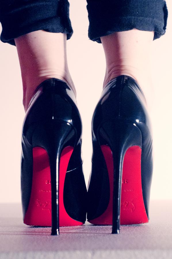 Les semelles rouges déposés par Christian Louboutin