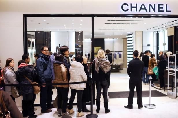 Les chinois s'arrachent les produits de luxe en France