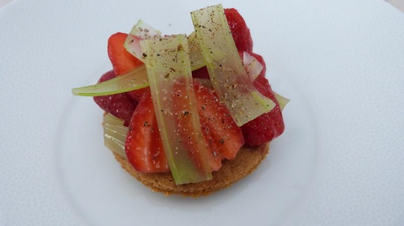Sablé aux fraises et crémeux à la Badiane