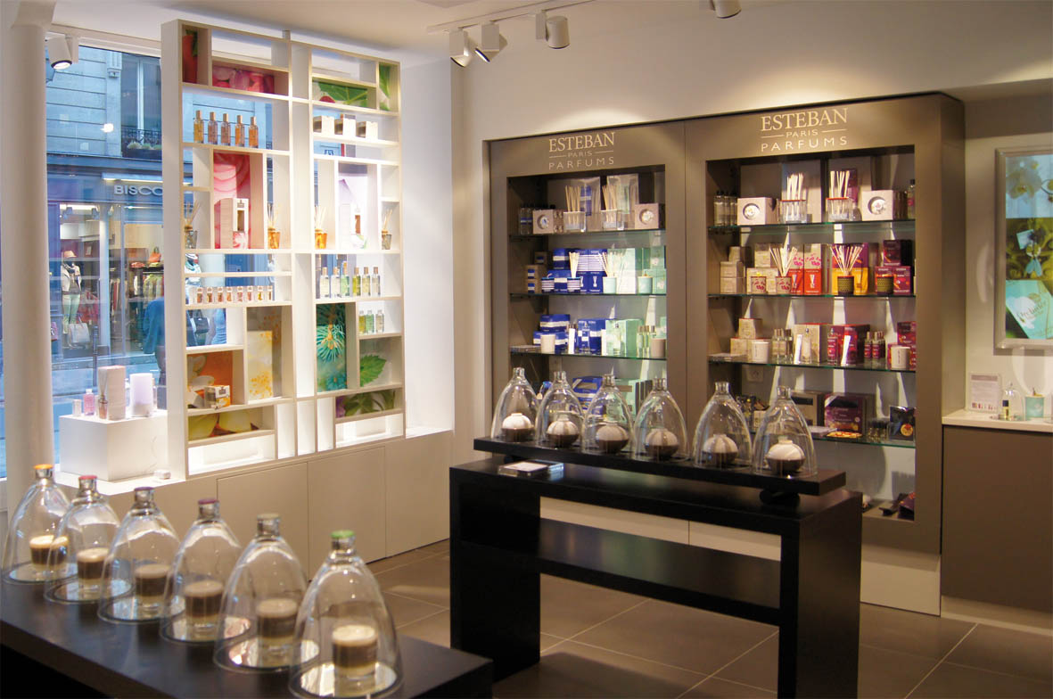 esteban ouvre une nouvelle boutique au coeur du marais firstluxe. Black Bedroom Furniture Sets. Home Design Ideas