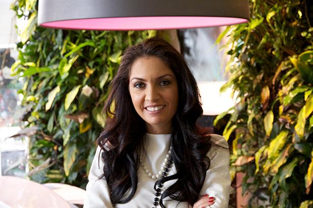 Myriam k la star du lissage lance le lissage fran ais for Myriam k salon