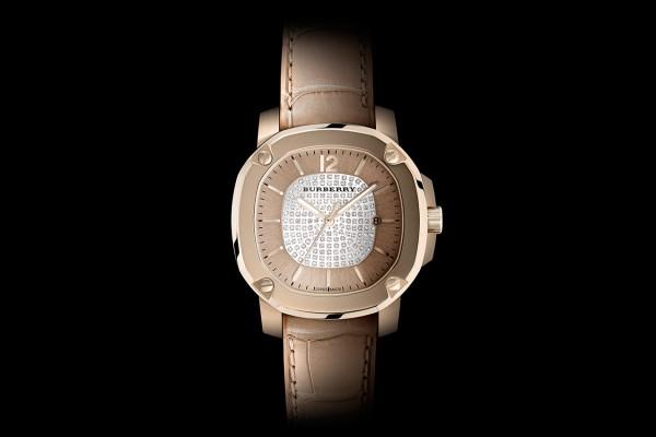 ea2192c9031e Cette version inédite de la montre The Britain, garde-temps automatique  pour femme est limitée à 50 exemplaires numérotés.