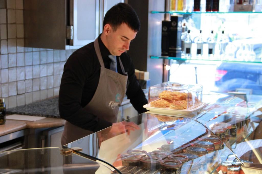 préparation du saumon pour un client