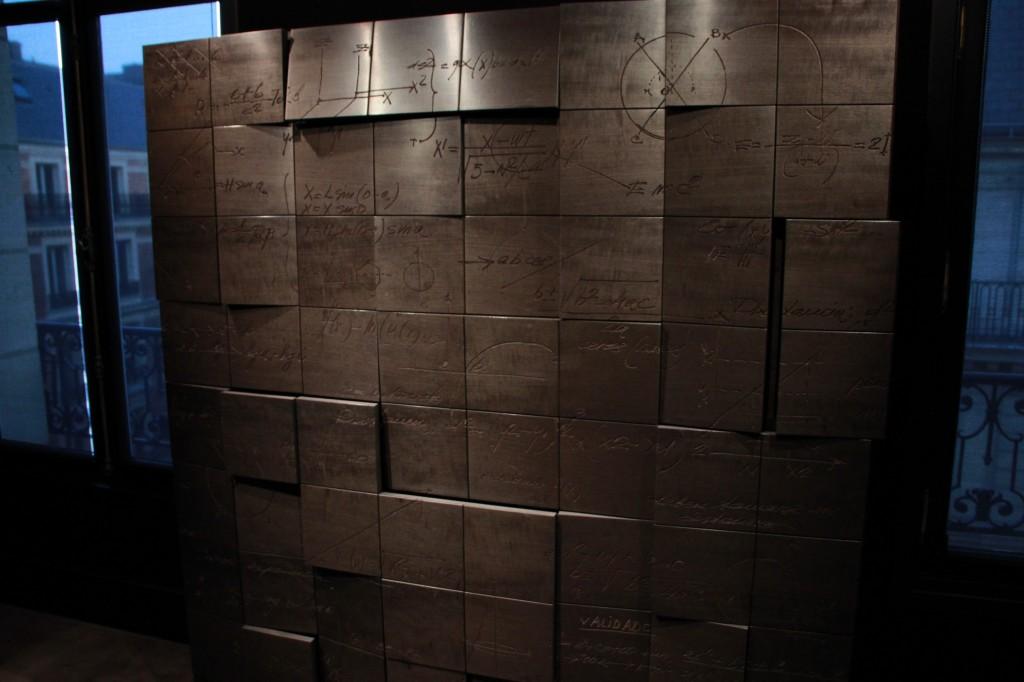 meuble sculptural se trouvant dans la galerie