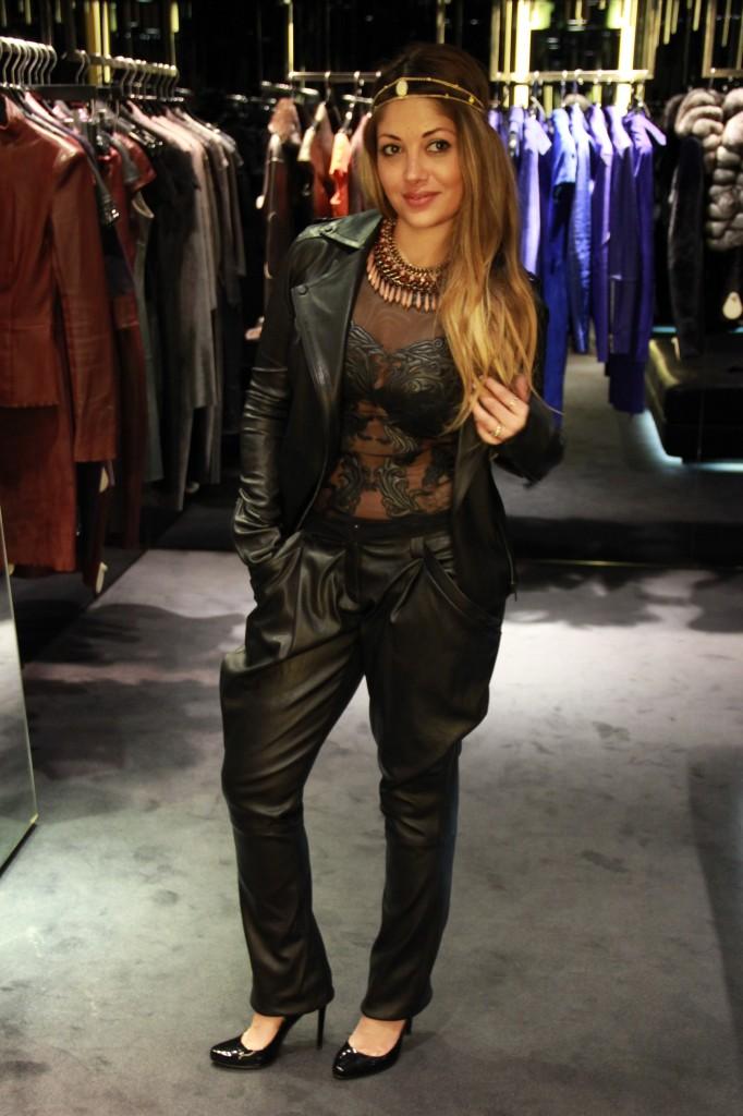 pantalon Satya 2250 euros, top guadaloupe 4350 euros