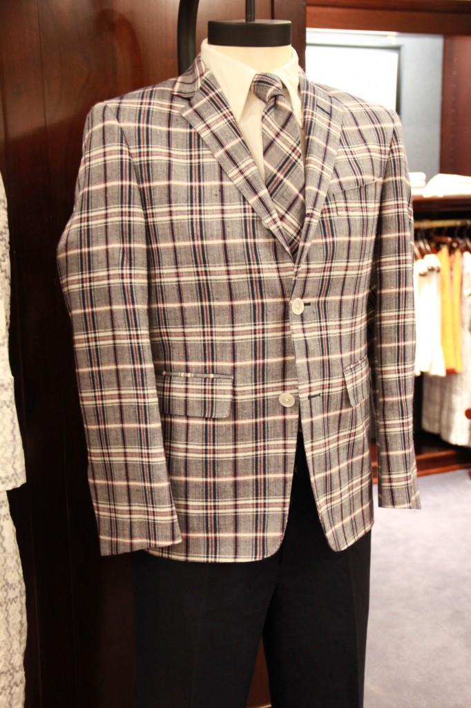 Veste 1250 euros, pantalon 350 euros, chemise 198 euros