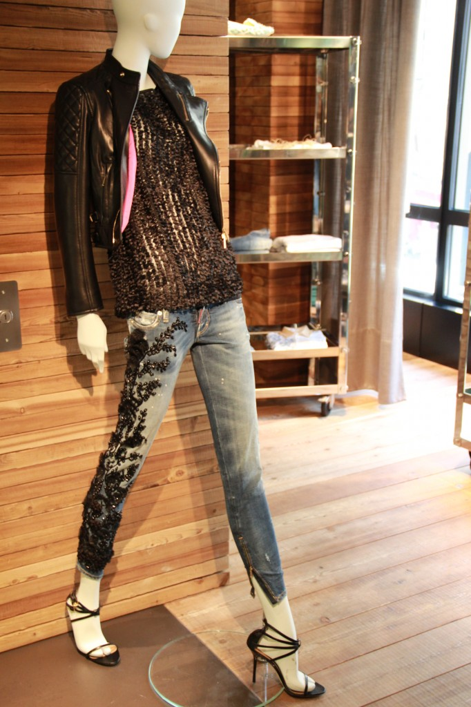 veste en cuir 1760 euros, top 470 euros, jeans broderies fleurs noires 825 euros