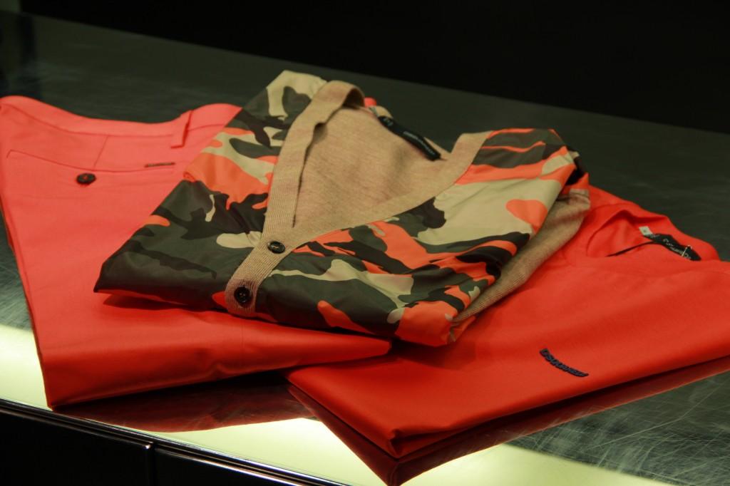 tee-shirt 205 euros, gilet militaire 550 euros et pantalon orange 295 euros