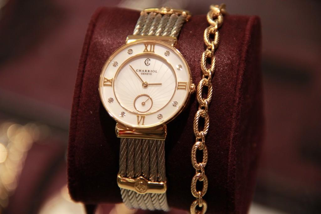 Montre Saint Tropez, best seller, bracelet scellé, 1440 euros