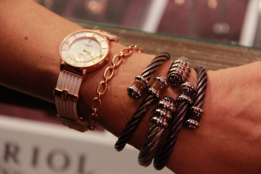 Montre Saint Tropez bracelet caoutchouc et bracelets en câbles tressés