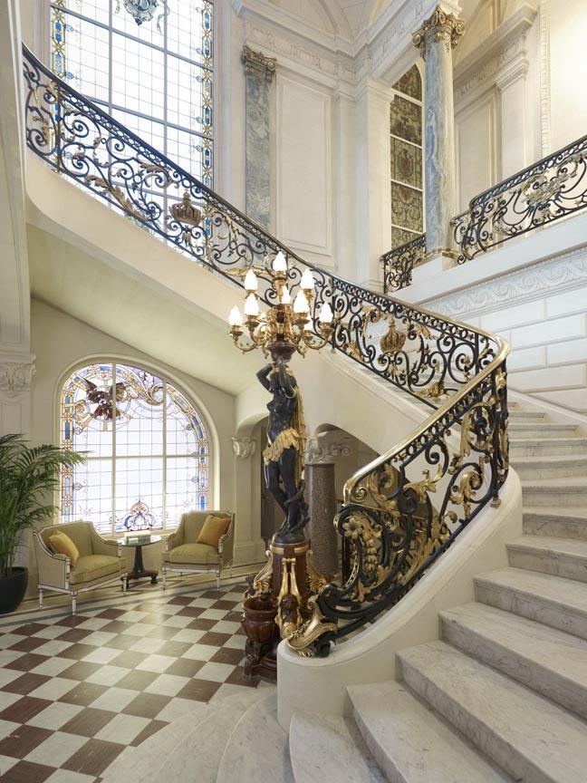 Grand Escalier Shangri-La Hotel Paris