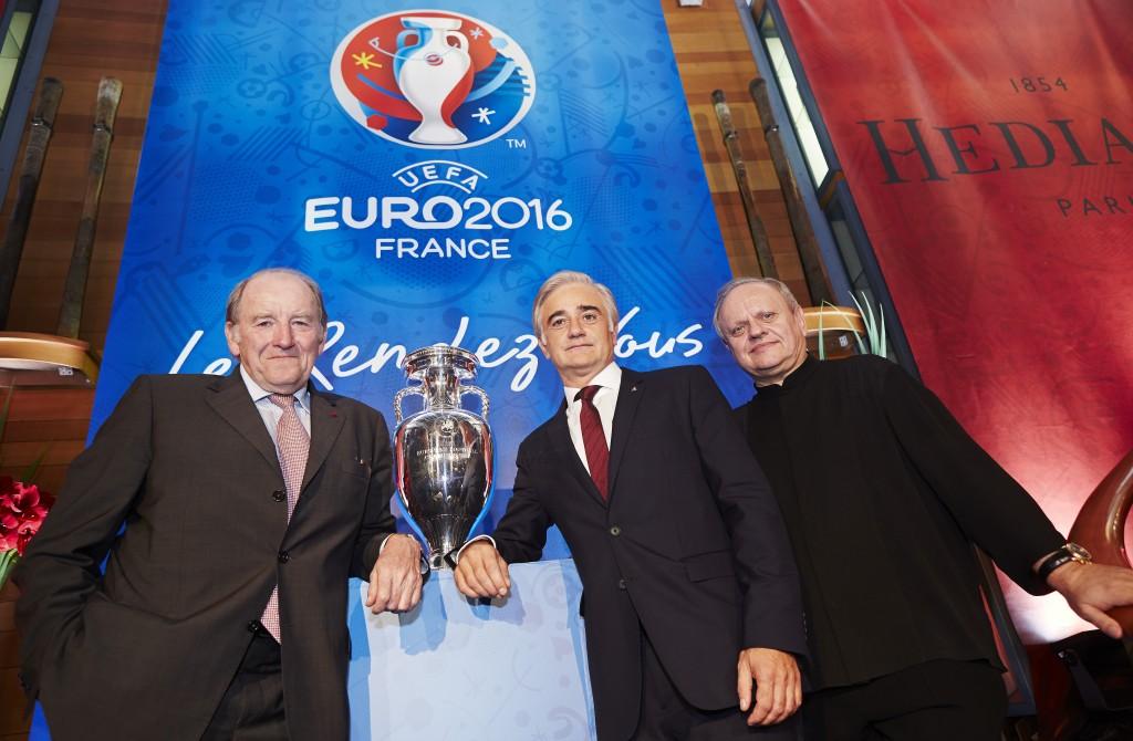 Jacques Lambert (Président du comité d'organisation de l'Euro 2016), Haig Asenbauer (directeur des investissements de Do & Co, propriétaire d'Hédiard), et Joel Robuchon