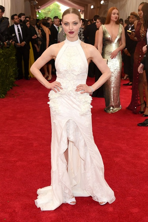 amanda_seyfried_wore_givenchy_haute_couture__jpg_3498_north_499x_white
