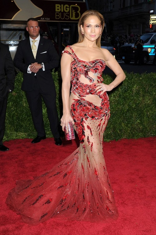jennifer_lopez_wore_a_dress_by_atelier_versace_jpg_7805_jpeg_7595.jpeg_north_499x_white