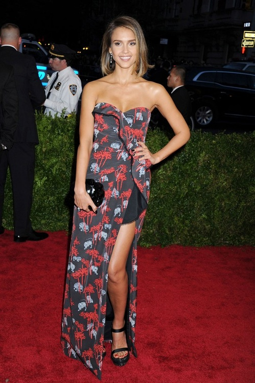 jessica_alba_wore_a_kenzo_dress_jpg_9172_jpeg_8357.jpeg_north_499x_white