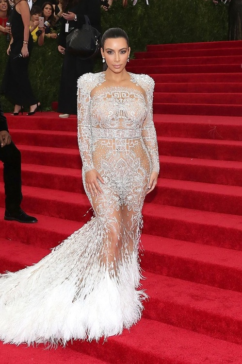 kim_kardashian_wore_a_dress_by_roberto_cavalli_by_peter_dundas_jpg_5591_north_499x_white