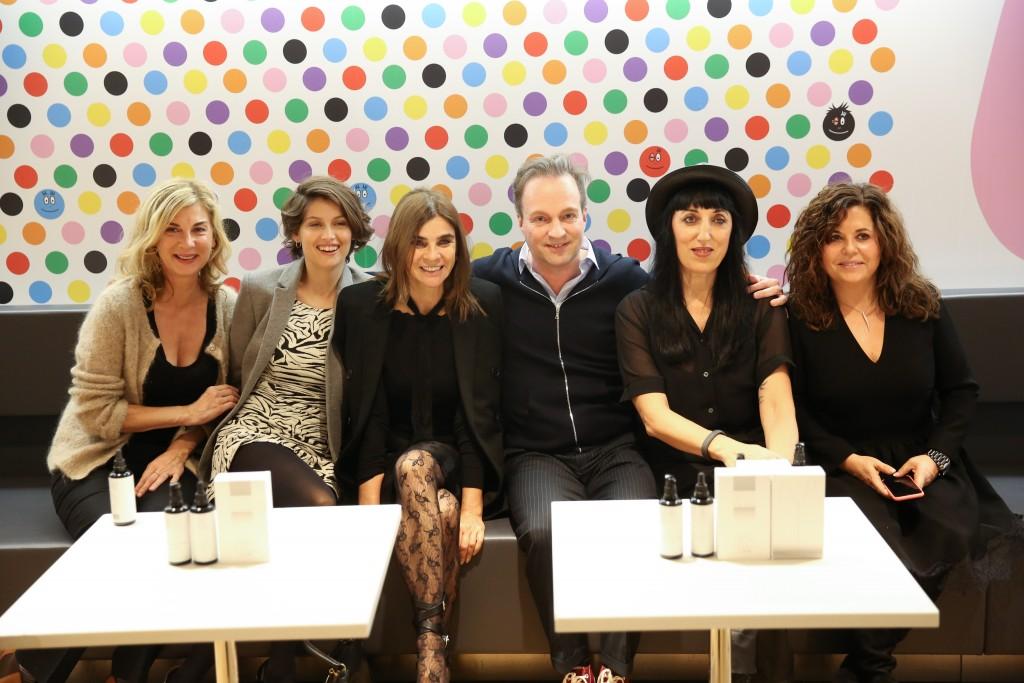 Hérvé Herau et quelques unes de ses fans : Laetitia Casta, Michèle Laroque, Carine Roitfeld, Rossy de Palma..