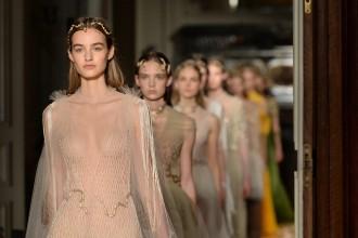 d69808dc2f9 Valentino Haute Couture   entre princesses d orient et déesses ...
