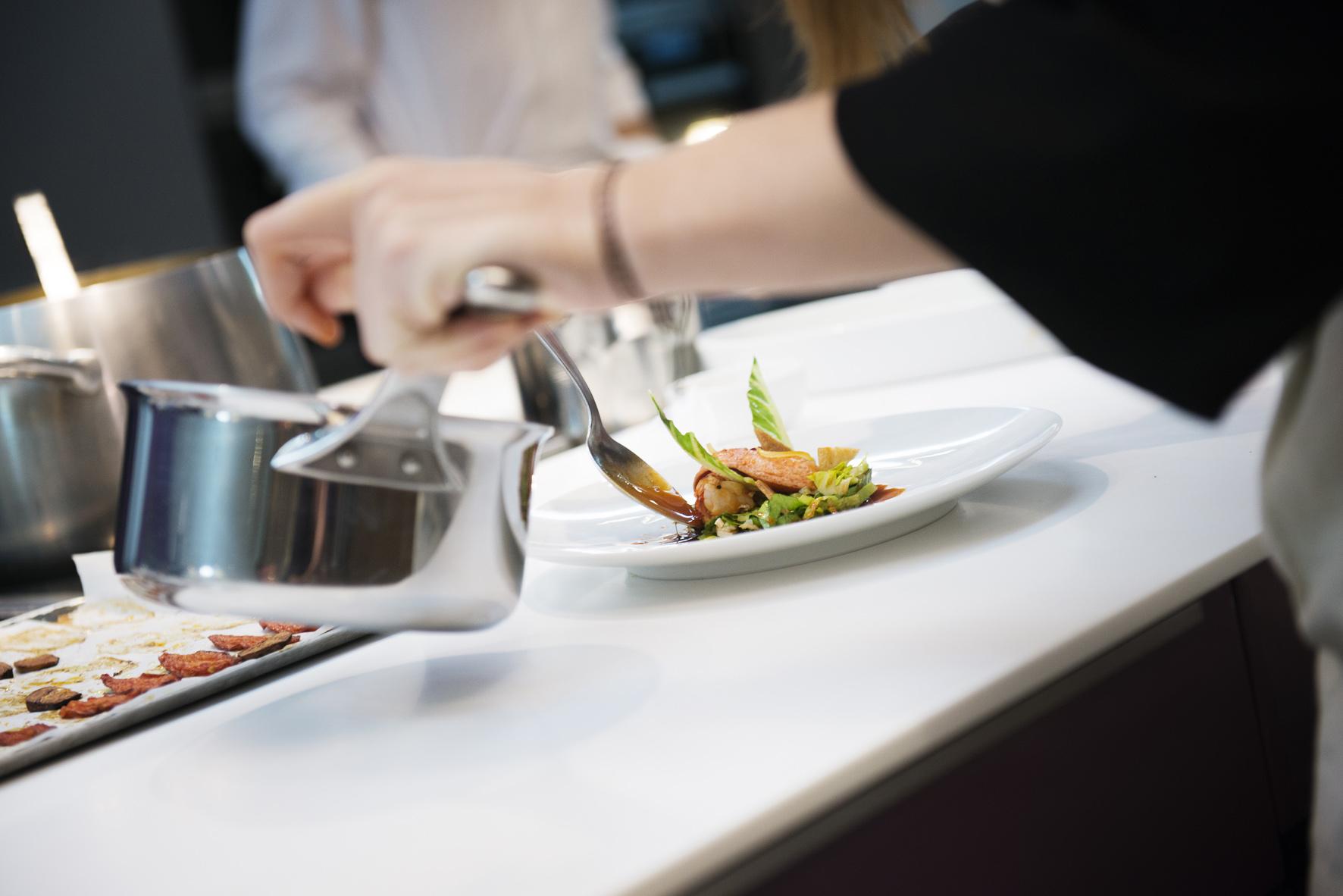 l eclaireur accueille les cours de l ecole de cuisine d alain ducasse firstluxe