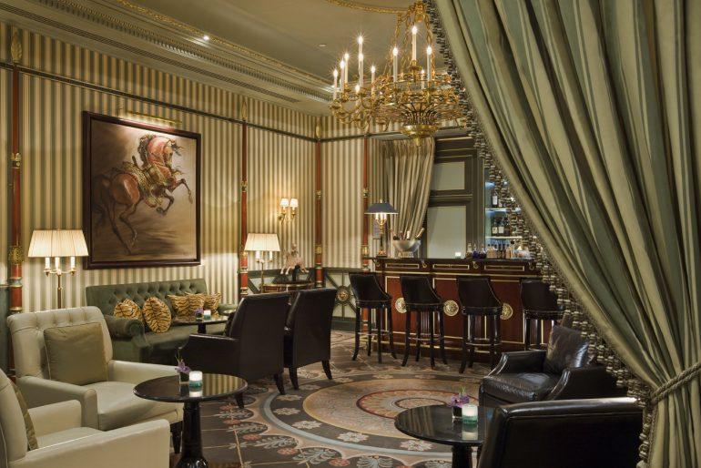 SHANGRI-LA Hotel Paris - 2077
