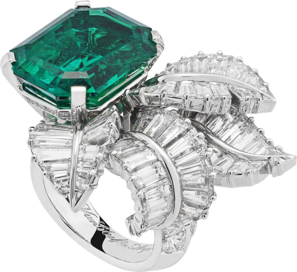 Or blanc, platine, diamants ronds et taille baguette, une émeraude taille émeraude de 13,52 carats (Colombie).