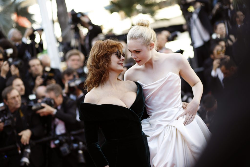 Susan Sarandon et Elle Fanning, at Palais des Festivals on May 17, 2017 in Cannes, France.