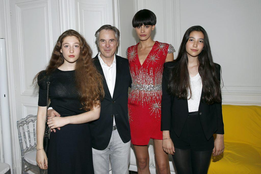 Koukla Lapidus, Olivier Lapidus, avec ses deux filles Koukla et Milla et la top model Alisar Ailabouni. Getty Images