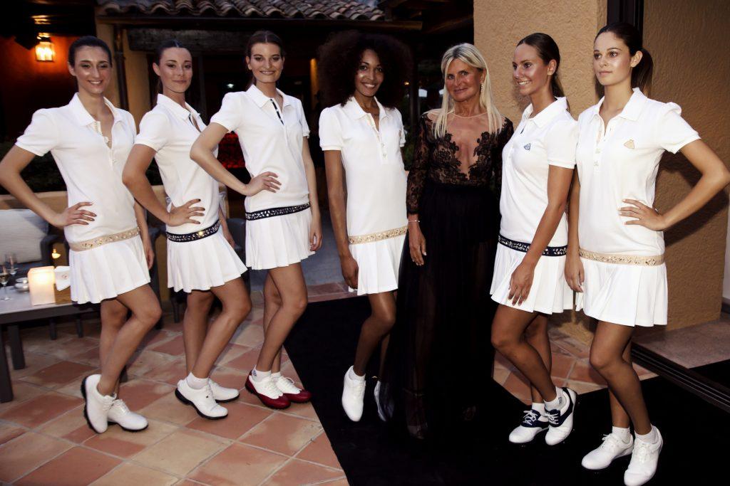 Marie-Pierre Debuchy, la créatrice, entourée de ses mannequins, lors d'un défilé au Byblos à Saint-Tropez, le 6 juillet dernier.