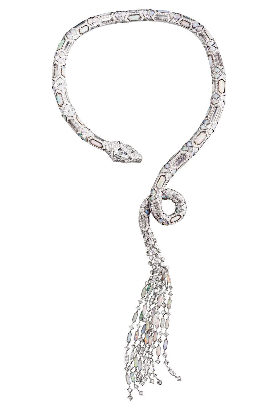 """Collier Serpent Opalescent en diamants, opales et cristal de roche, """"L'Artisan du Rêve"""""""