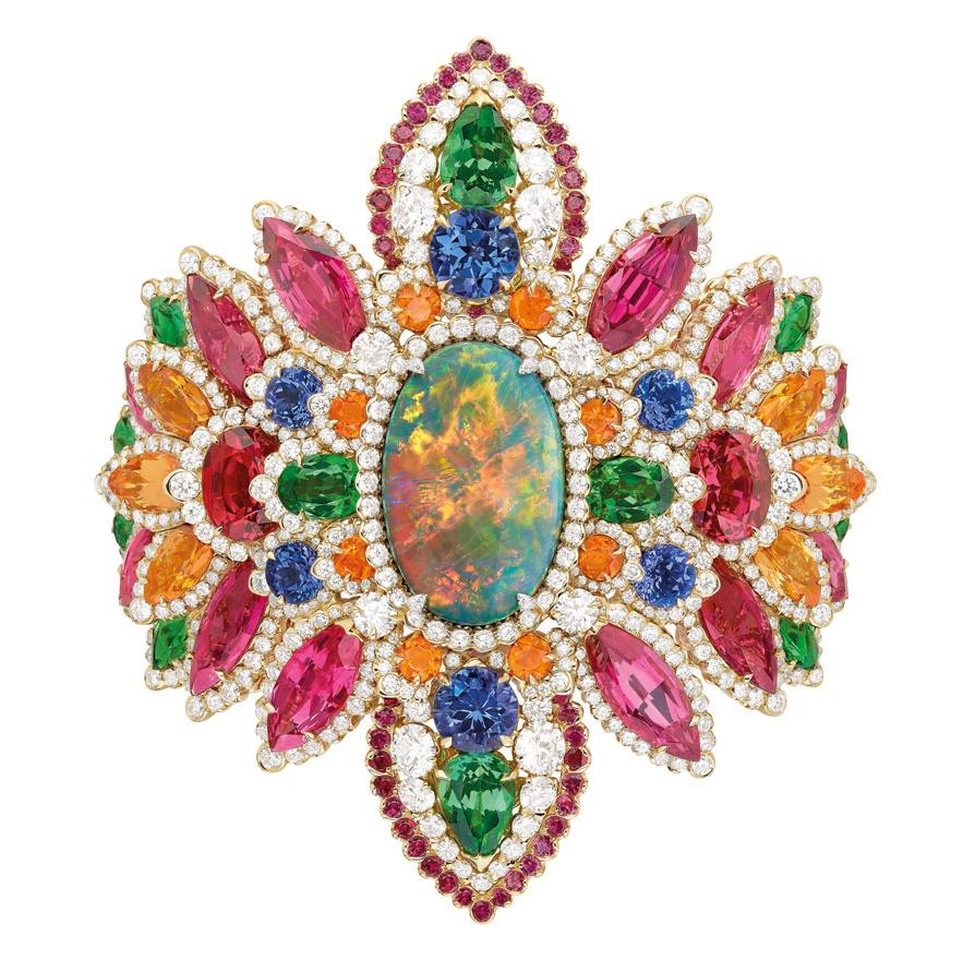 Bracelet Dentelle Opale d'Orient en platine, or jaune, diamants, opale noire d'Australie, grenats spessartites, grenats tsavorites, rubis, spinelles et tanzanites.