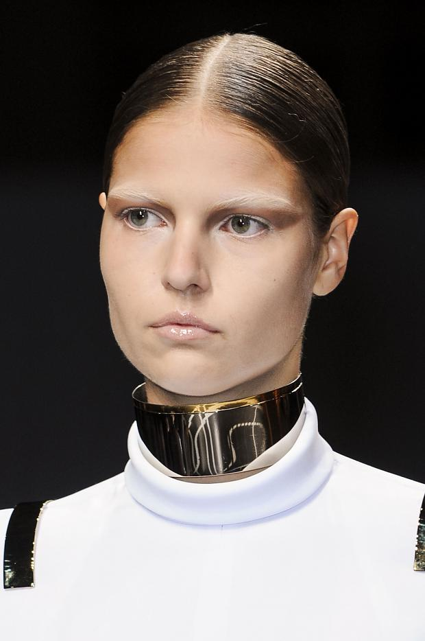 Le regard métal chez Givenchy