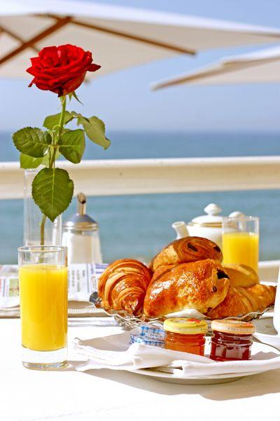 Petit déjeuner - Terrasse de la Vague d'Or - Les Sablettes