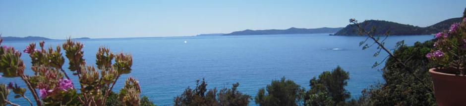 Vue-sur-les-iles-du-Levant-depuis-l-Hotel-de-la-mer