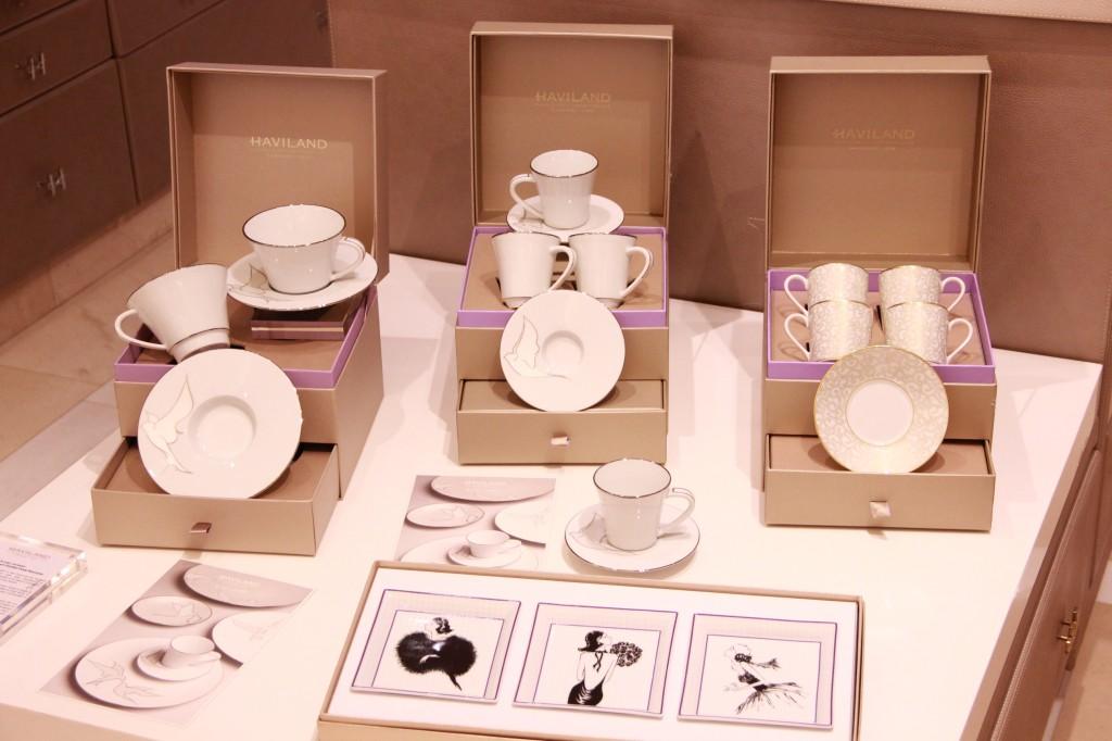 collection Véronique lataste : les 4 tasses à café 332 euros, les 2 mugs 180 euros