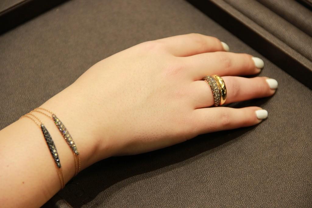 """bracelet en diamants """"champagne"""" 2750 euros, en diamants noirs 2300 euros. Bagues à partir de 1350 euros"""