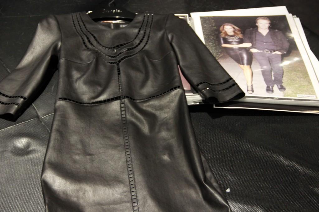 robe près du corps, épousant parfaitement les courbes, portée notamment par Cindy Crawford, 2850 euros