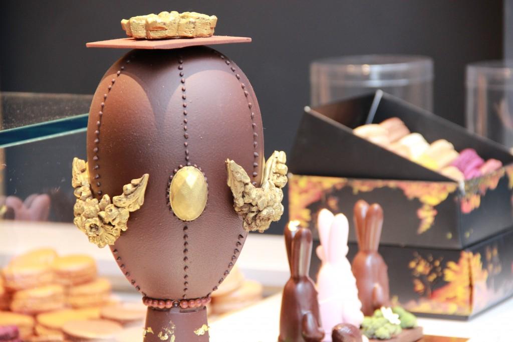 L'Œuf Fabergé avec lequel vous pourrez apprécier le parfum enivrant d'un délicieux chocolat noir. 49 euros.