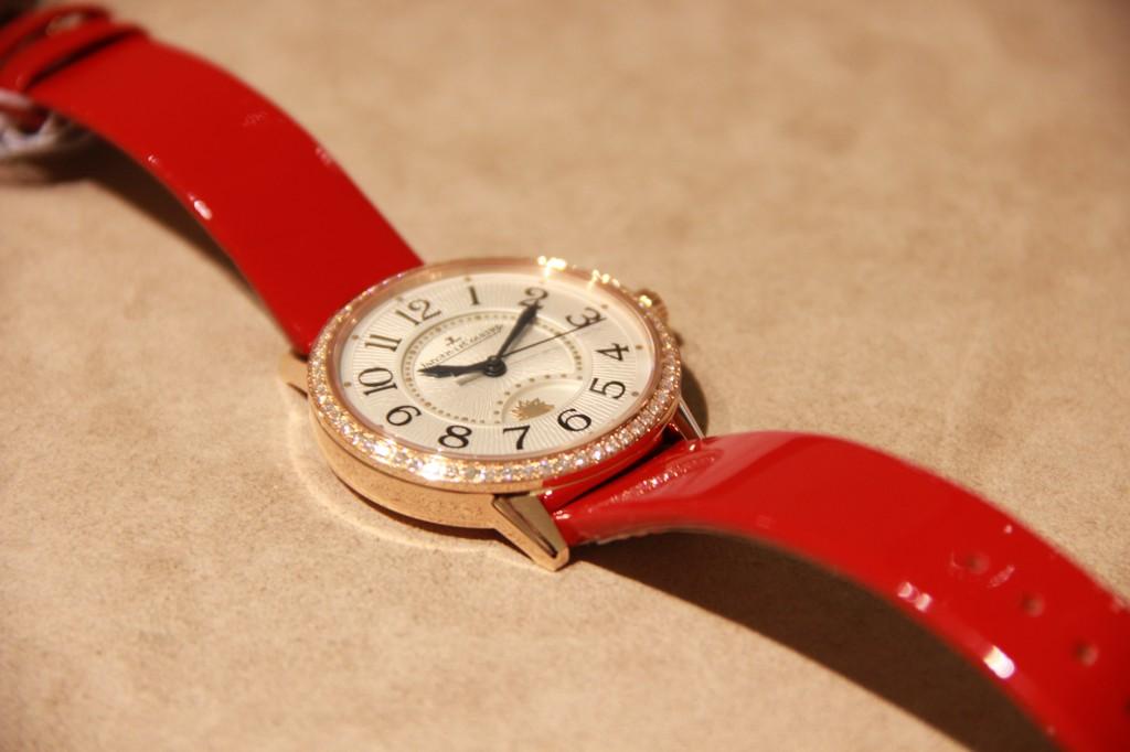 bientôt disponible avec le fond serti de diamant. Prix : 19700 euros