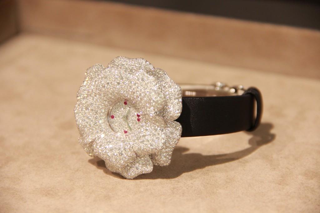 """Montre haute joaillerie, """"rose extraordinaire"""", 336 000 euros"""