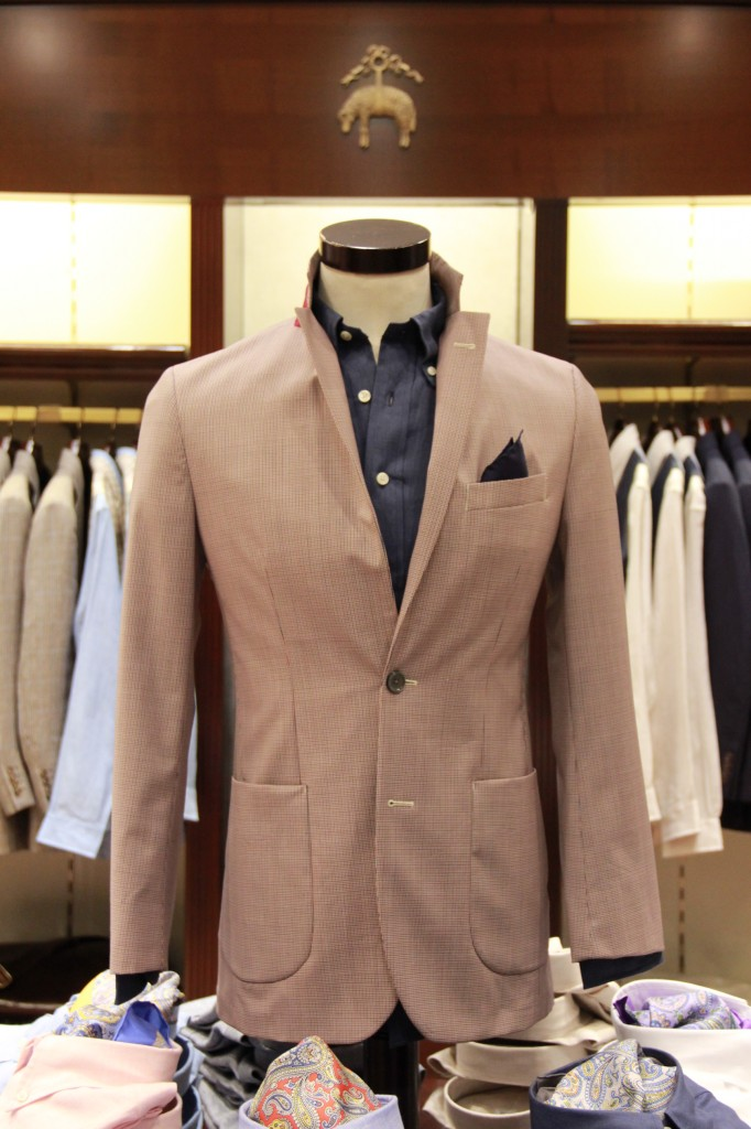 veste 450 euros, chemise en lin 125 euros