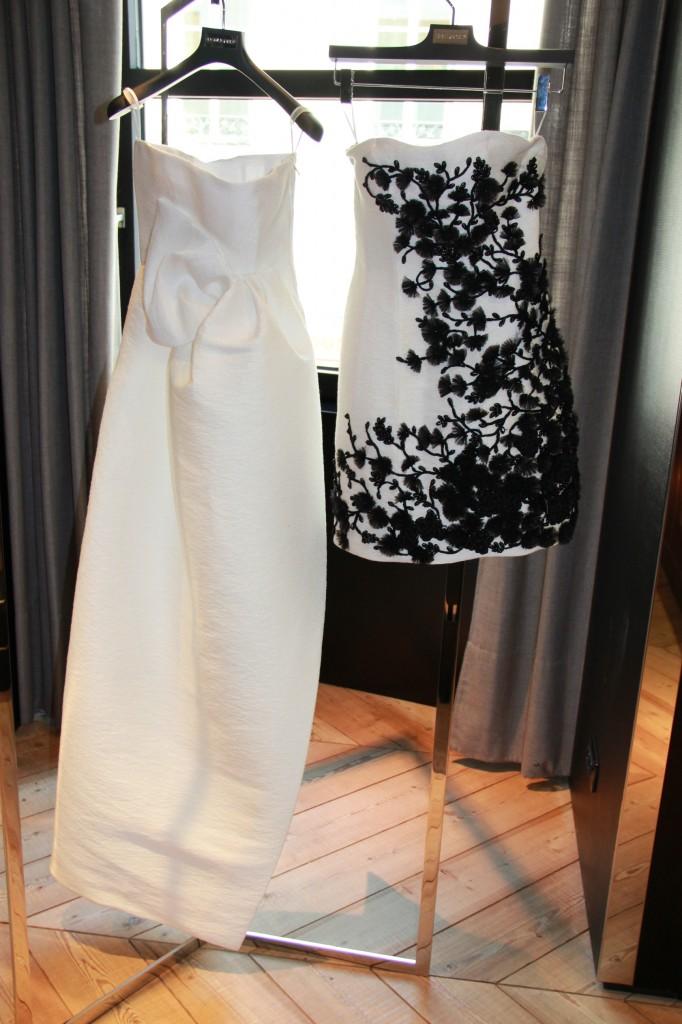 Robe blanche longue 2035 euros, robe courte cocktail structurée 2450 euros