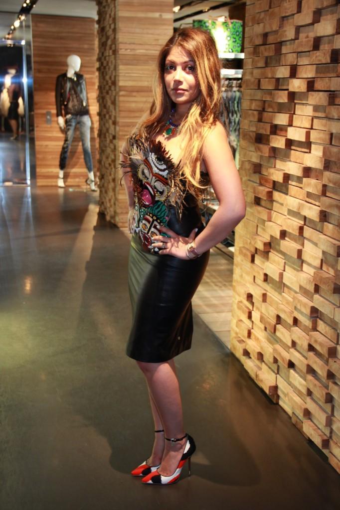 robe en cuir : 2585 euros, escarpins 495 euros