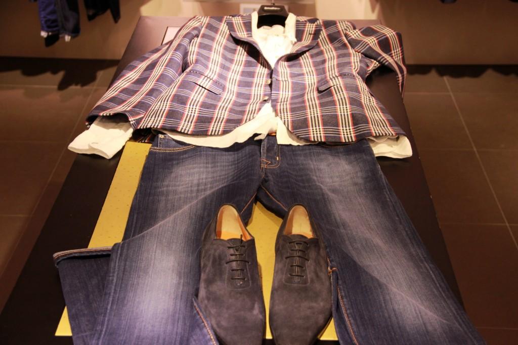 Chemise By Smalto 160 euros, Veste By Smalto 850 euros, jeans Jacob Cohën 350 euros, Chaussures Santoni 590 euros