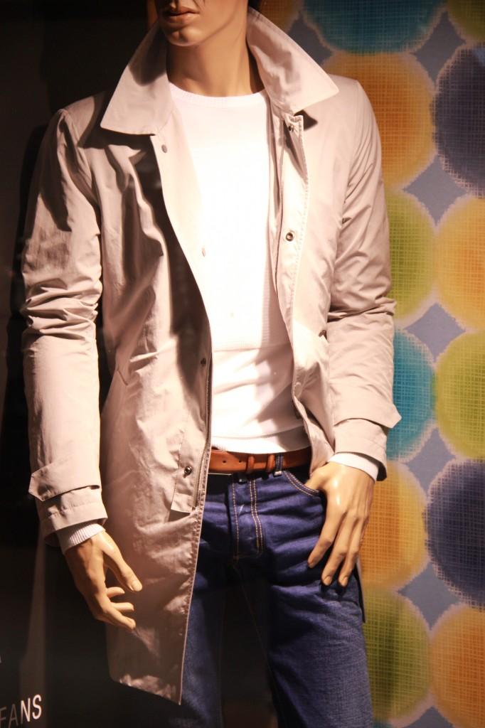 Imper Allegri 650 euros, jeans Jacob Cohën 390 euros, Pull Dirk Birkkembergs 295 euros
