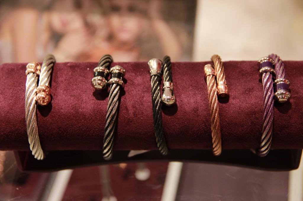 bracelets bijoux, câbles marins, à partir de 160 euros.