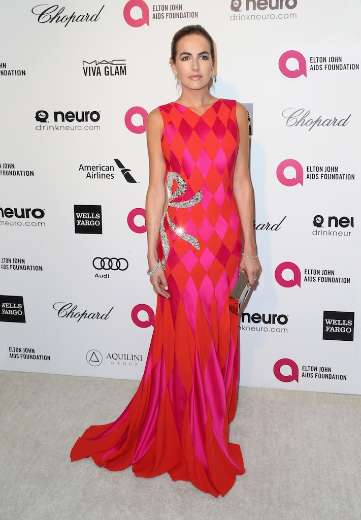 Camilla Belle en Schiaparelli Haute Couture à la 23ème soirée des Oscars de la Elton John AIDS Foundation
