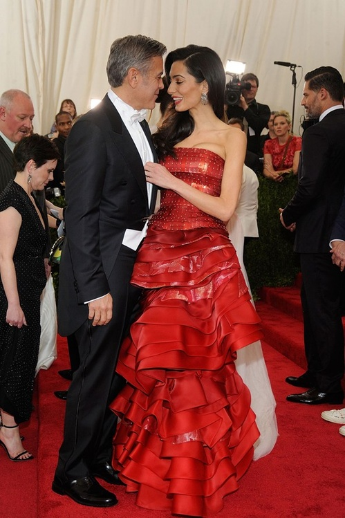 george_clooney_and_wife_amal_clooney__who_wore_a_dress_by_maison_margiela_couture__jpg_5398_north_499x_white